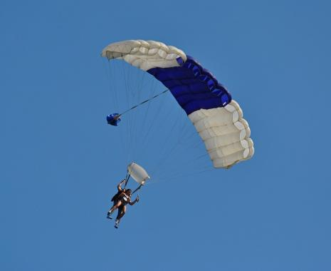 Blow-and-go parachute